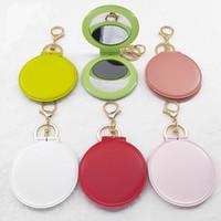ingrosso ornamenti personalizzati-14 stili pvc multicolore pieghevole piccolo specchio rotondo portachiavi ornamenti viaggi portatile biadesivo specchio portachiavi logo personalizzato G786R
