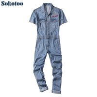 leichte denim kurze overalls großhandel-Sokotoo Männer kurze Ärmel Buchstaben Stickerei lose dünne Denim Overalls Lässige hellblaue Overalls Crop Jeans