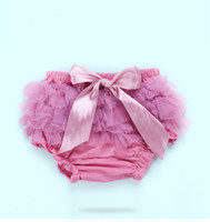 Wholesale cute baby underwear resale online - Baby Cotton Ruffle Bow Shorts Cute Baby Lace bloomers Newborn Flower tutu diaper cover Toddler th birthday photography underwear Pants