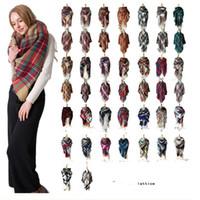 bufandas triangulares al por mayor-2018 Bufanda de triángulo de invierno Tartán Bufanda de cachemira Mujeres Manta a cuadros Bufanda Nuevo diseñador de acrílico chales básicos Bufandas de las mujeres Wraps 179 color