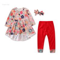 bebek çiçek üst elbise toptan satış-Bebek Kız Çiçek Kıyafetleri Yürüyor Çocuk Fırfır Dantel Giysi Tasarımcısı Ins Kırlangıç Elbise Çiçek Bantlar Pantolon Tops Giyim Setleri 2-7 T