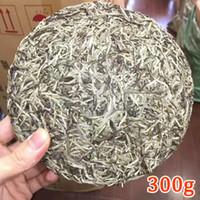 ingrosso fusion di tè bianco-300g Cinese Fujian Vecchio Fuding Tè Bianco Torta Naturale Tè Bianco Biologico Ago D'argento Bai Hao Yin Zhen Tè Fuding Tè Bianco + D Libero