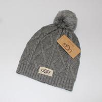 u шляпы оптовых-Мужская Осень Зима Марка дизайн шляпа женщины мягкий теплый вязаная шапка меха Poms Шапочка pom-pom череп шапки женщины роскошные шляпы Gorro Bonne U-1
