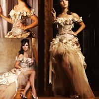 flores victorianas al por mayor-Apliques de oro una línea Hi-Lo vestidos de novia 2019 Princesa de encaje hechos a mano flor victoriana Vestidos de novia para 16 años Vestidos de quinceañera