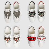 papillon chaussures hommes achat en gros de-Hommes Femmes Designer Sneakers Chaussures Classique Casual Chaussures De Luxe Appartements En Cuir Papillon Chats Sneakers Chaussure vestidos de fiesta