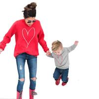 roupas para filho venda por atacado-Moda Família Roupas Combinando Amor Impresso Mãe Filha Filho Hoodies Mãe Crianças Camisola Camisola Outono Família Roupas B4