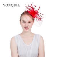 sombrero de plumas decoraciones al por mayor-Exquisito Para Mujeres Señora Cap Fascinator Velo Pluma Malla Clips de Pelo Sombreros Decoración Del Banquete de Boda Accesorios Para el Cabello Rojo 22xm BB