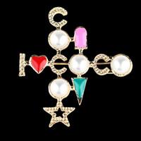 ingrosso spilla di perle croce-Luxury Designer Pearl Cross Spilla Coco Suit spilla famoso marchio di gioielli regalo per amore trasporto veloce di alta qualità