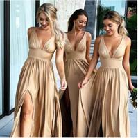 vestidos de verano champagne al por mayor-2019 Summer Champagne Vestidos de dama de honor 2018 Sexy con cuello en V Una línea larga Maid of Honor vestidos con Split Formal Wedding Guest Dresses