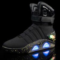 sapatilhas brilhantes para adultos venda por atacado-Adultos USB Carregamento Levou Sapatos luminosos Para Homens Moda Light Up Casual Homens de volta para o Futuro Brilhando Tênis Frete grátis