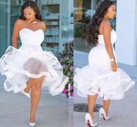 klasik beyaz organze çay uzunluğu toptan satış-Beyaz mermaid gelinlik modelleri çay boyu sevgiliye ruffles artı boyutu akşam elbise geri fermuar organze afrika kadınlar gelin konuk elbise ucuz