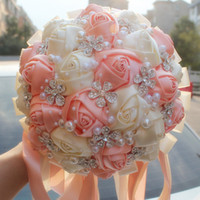 rosa elfenbein hochzeit blumensträuße großhandel-Korallenrosa Elfenbein Champagner Satin Rose Festival Stitch Bouquets Custom Ribbon Hochzeit Brautstrauß Blumen Farbe Option W224A-6