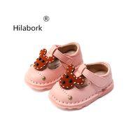 modelos de bebé meses al por mayor-Hilabork 2018 modelos de primavera y otoño zapatos de bebé de cuero 6-12 meses zapatos de suela suave de bebé estudio de la princesa de cuero