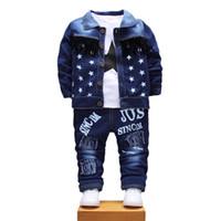 yürümeye başlayan kız için ceket toptan satış-Çocuk Erkek Kız Denim Giyim Setleri Bebek Yıldız Ceket T-shirt Pantolon 3 Adet / takım Sonbahar Toddler Eşofman