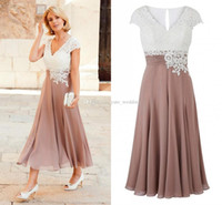 gelin elbisesi gül toptan satış-2018 Yeni Anne Gelin Elbiseler V Boyun Cap Kollu Aplikler Dantel Şifon Pilili Çay Boyu Düğün Konuk Elbiseler Gül Beyaz Siyah