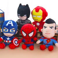örümcek adam malzeme oyuncakları toptan satış-27 CM Anime Modeli Spiderman Action Figure Peluş Bebek Yumuşak oyuncak Avenger Heykelcik Kaptan Amerika Dolması Oyuncak Kız Doğum Günü Hediyesi