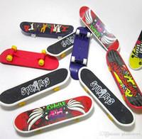mini-griffbrett großhandel-Mini Finger Skateboard Griffbrett Für Tech Deck Legierung Stents Peeling Finger Roller Skate Boarding Classic Game Jungen Spielzeug Freies Verschiffen