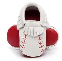 cd627cf4dd812 Mocassins de bébé baseball en cuir véritable rouge fond nouveau-né bébé  garçons filles première chaussures à capuche gland démarrage de haute  qualité