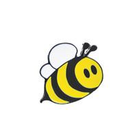 mutlu kıyafetler toptan satış-Sevimli Mutlu Bumblebee Bal Arı Şapka Yaka Iğneler Emaye Pin Dekorasyon Giysi Ve Çanta Için Yaka Pin Rozeti
