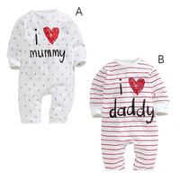 baba bayan elbiselerini seviyorum toptan satış-Komik erkek bebek kız yenidoğan bebek romper I LOVE DADDY MUMMY giyim seti yürüyor moda tulumlar