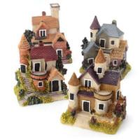 ingrosso stand di metallo-Mini casa della resina dell'annata Casa miniatura del giardino leggiadramente micro paesaggio decorazione domestica del giardino mestieri della resina 4 stili Colore casuale