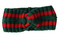 büyük örme baş bantları toptan satış-Yeni Kış 3 renk kadınlar büyük çocuklar Tığ Işi headbands withButtons Bantlar örgü Sıcak earmuffs Saç Bandı