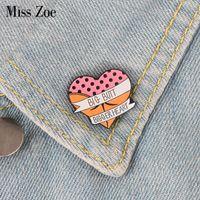 iğneli başlık toptan satış-Kalp emaye pin Karikatür seksi popo broş Düğme Rozeti Yaka pin toka Elbise Kot kap çanta Komik takı Hediye için arkadaşlar
