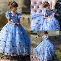 bebek çiçek kız elbise kelebek toptan satış-Büyüleyici Kelebek Kız Pageant Törenlerinde Işık Sky Blue Prenses Yüksek Düşük Çiçek Kız Elbise Düğün Için Özel Made Bebek Doğum Günü Partisi Elbise