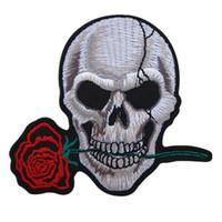 punk stili şapka toptan satış-Işlemeli Yamalar Kafatası Gül Dikiş Demir On Punk Tarzı Çiçek Rozeti Çanta Kot Şapka Aplikler DIY İşi Sticker Giyim Dekorasyon Için
