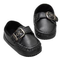 chaussure à semelle souple bébé noir achat en gros de-2017 vente chaude mode premiers marcheurs KLV enfants chaussures noires nouveau-né garçons garçons antidérapant en cuir Prewalker Toddler chaussures à semelle souple