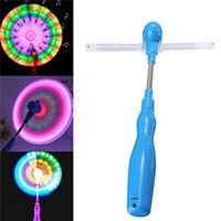 flaş ışık eğirme oyuncak toptan satış-30 adet Spinner Glow Oyuncaklar Yel Değirmenleri Yanıp Sönen Light Up LED Ve Müzik Gökkuşağı Iplik Fırıldak Rüzgar Spinner Parlıyor Oyuncaklar