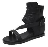 wc cover al por mayor-Zapatos de verano negro caqui sandalias de mujer cubierta tacón de cuero suave Casual dedo abierto cuñas de gladiador bajo talón CZ124