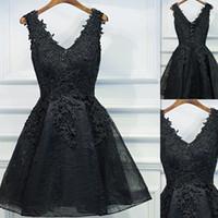 62c1f0692e8 2018 noir dentelle sexy col v robes de soirée de retour robes courtes de  bal d été mini Real Photo une robe de soirée cocktail pour les filles