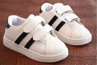 sapatos rígidos para bebé venda por atacado-Sapatas das crianças Meninas Meninos Sapatas Do Esporte Antiderrapante Fundo Macio Crianças Sneaker Do Bebê Sapatilhas Planas Casuais sapatos Brancos