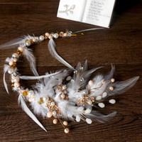 têtière en strass achat en gros de-Plume blanche bandeaux de mariée strass cristal mariée coiffe couronne mariage tête usure accessoire de cheveux du soir