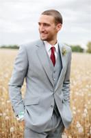 ingrosso tuxedos di sposo grigio-La migliore vendita grigio chiaro Due bottoni Notch Risvolto Smoking dello sposo Groomsmen Uomo Abiti da sposa (giacca + pantaloni + gilet + cravatta)