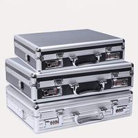 maletín de negocios duro para hombres. al por mayor-Marco de aluminio equipaje maletín contraseña caja hombres bolsas de viaje organizador duro a prueba de agua código de bloqueo maleta de la computadora de negocios bolsa de herramientas