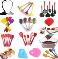 Wholesale cake decorations china - Silicone Kitchen Soup Spoon Cake Cream Spatula Scraper Brush Butter Baking Tool