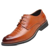 zapatos de cuero marrón para hombres al por mayor-Los nuevos hombres de moda Forward visten los zapatos del diseñador Alligator Pattern Brown ocio zapatos Los hombres Office Career PU zapatos de cuero más el tamaño 47 48