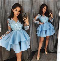 açık mavi kısa parti elbisesi toptan satış-Açık Mavi V Boyun Dantel Bir Çizgi Mezuniyet Elbiseleri Uzun Kollu Aplike Katmanlı Katmanlar Kısa Parti Kokteyl Gelinlik Modelleri