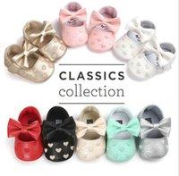 zapatos bordados para niños al por mayor-21 colores para bebés niños zapatos mariposa niñas corazón bordado PU zapatos de cuero Primeros caminante infantil niño zapatos