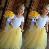 vestidos adoráveis amarelos venda por atacado-2019 encantador saia amarela branco top vestido de baile vestidos de meninas de flor saia de tule fofo jóia bonito aniversário menina vestido de comunhão pageant
