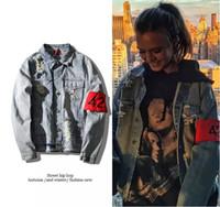 chaqueta de brazalete al por mayor-Hip Hop 424 brazalete Denim Chaquetas Hombre Mujer High Street Bombardero Agujeros Chaquetas Amantes Streetwear Denim Outwear Tops Ropa