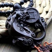 çince saray süsleri toptan satış-Çin Heykeli Ejderha / mutlu buda heykeli Ahşap Oyma Araba Kolye Süs Aksesuarları Muska AWJ005 # 50