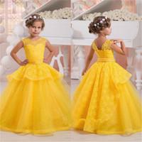 vestidos de bautizo amarillo al por mayor-Vestido de niña de flores de bautizo rosa amarillo personalizado para la ocasión especial con rebordear de encaje hasta la espalda vestidos de desfile vestidos de baile