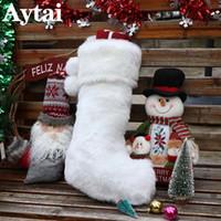 kunstpelzstrümpfe großhandel-Großhandelsgröße-nette weiße Faux-Pelz-Weihnachtsstrumpf-hängende Stiefel-Verzierung-Partei-Ausgangsdekoration-Weihnachtssüßigkeit-Geschenktasche