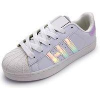 new style f04a3 6817e Hot 2017 Summer Fashion para hombre Zapatos casuales Superstar Mujer Zapatos  planos Mujer Zapatillas Deportivas Mujer Amantes Sapatos Femininos.