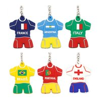 chaveiro de borracha fofo venda por atacado-Chaveiro PVC personalizado Dos Desenhos Animados 2018 Copa Do Mundo De Futebol Jersey forma chaveiros De Borracha bonito presente chaveiros Fãs lembranças