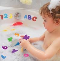 ingrosso bambini numero giocattoli-Autoadesivi dell'acqua della lettera e di numeri della schiuma del bambino Giocattolo Bambini bambini Bagno galleggiante doccia giocattolo 36pcs (26 lettere + 10 numero)