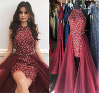 kırmızı kılık kokteyl elbiseleri toptan satış-Sparkly Bordo Kırmızı Kısa Tulumlar Gelinlik Modelleri Jewel Boyun Kolsuz Kristal Boncuk Kılıf Tül Overskirt Kokteyl Parti Pageant Elbiseler